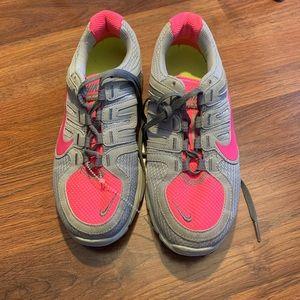 Nike run avant- Shoes Women's 6 sneakers